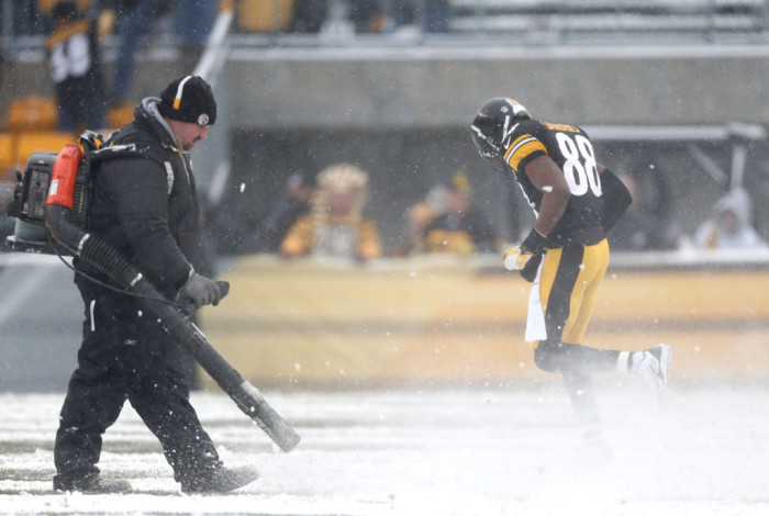 NFL Watch // Snowy Scenery For Memorable NFL Sunday // Dolphins vs. Steelers