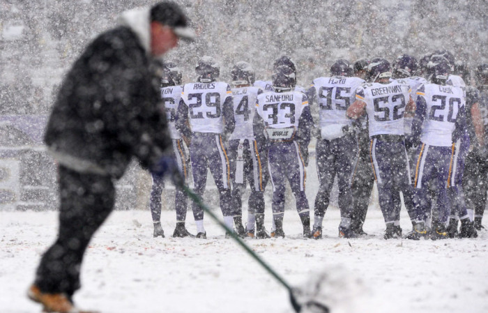 NFL Watch // Snowy Scenery For Memorable NFL Sunday // Vikings vs. Ravens