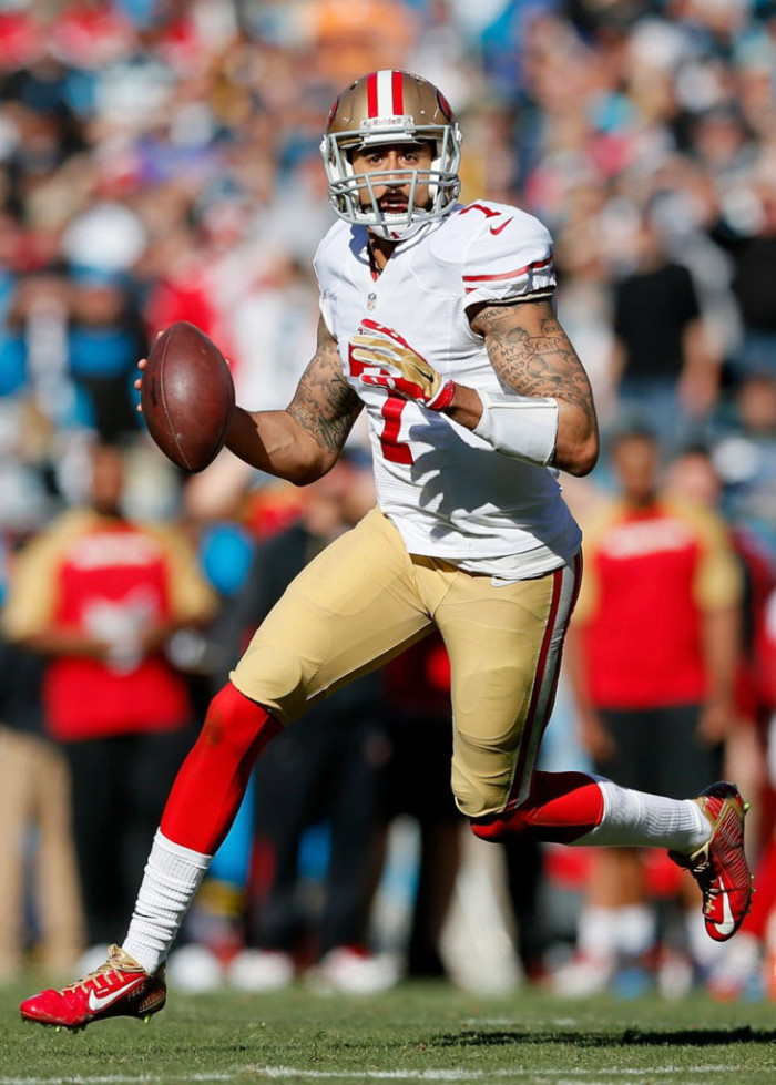 Colin Kaepernick wearing Nike Vapor Carbon 2014 Elite